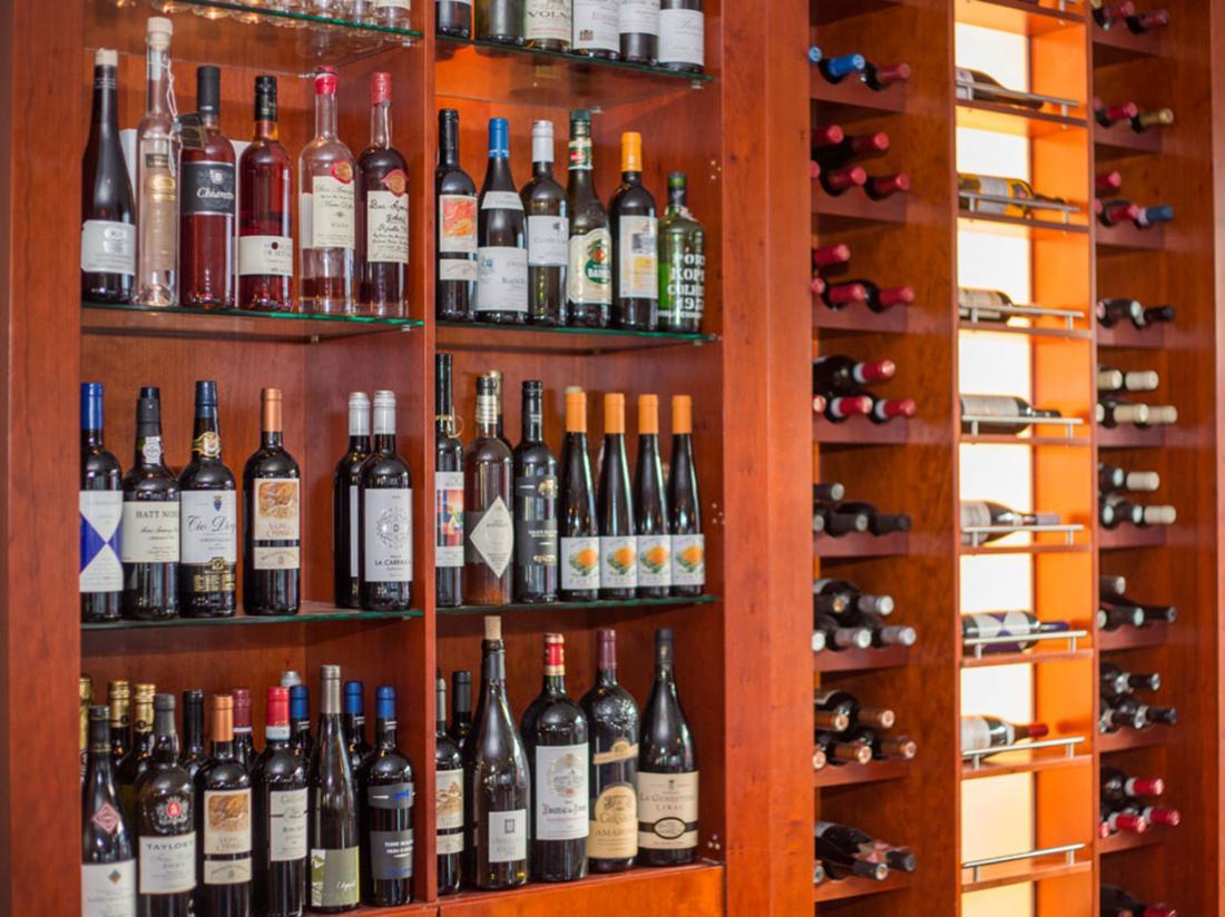 Hotel de Zwaan wijnrek